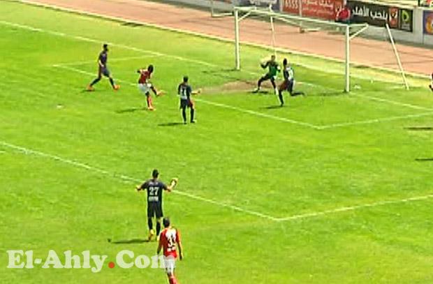 بيتر ايبيموبوي يهدر اخطر فرص الشوط الأول امام النصر