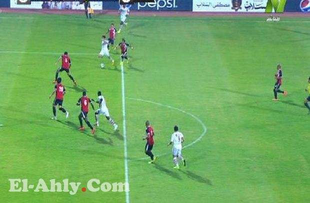 """الحنفي """"الأبيض"""" يقود مباراة الأهلي والمقاولون العرب"""