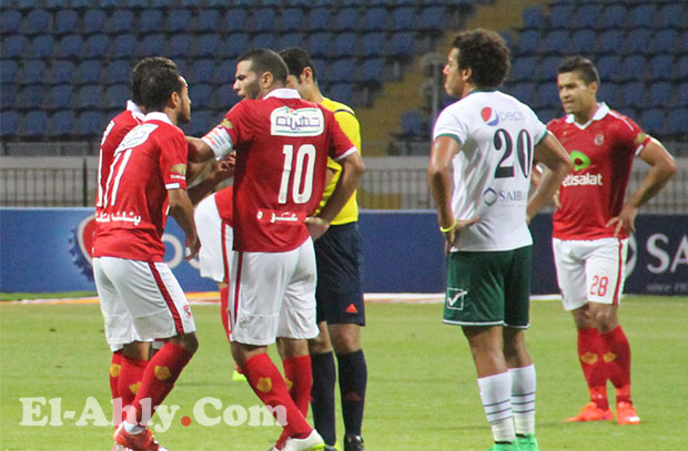 محمود البنا يحكم مباراة الأهلي وبتروجيت