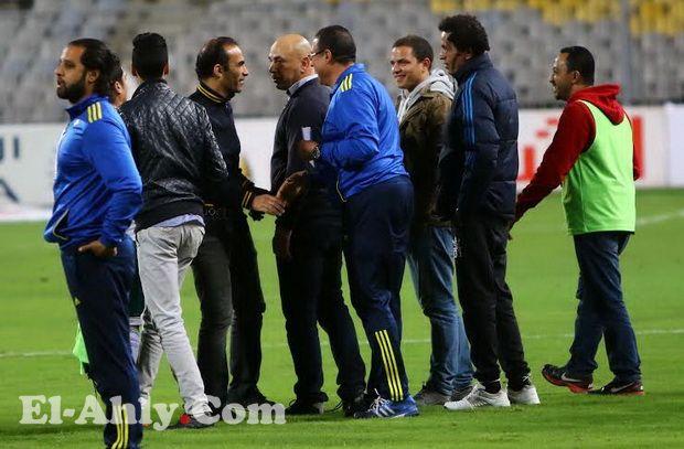 سيد عبد الحفيظ ينفجر في وجه اللاعبين بعد المباراة في غرفة خلع الملابس