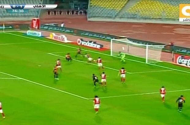 """تغطية دفاعية """"رائعة"""" لمحمد هاني تنقذ الأهلي من هدف محقق"""