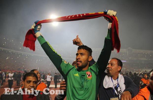 ما لم تنقله كاميرات التلفزيون: أحمد عادل غيّر القفاز أثناء سير المباراة