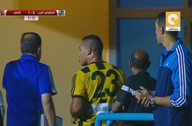 الحكم يطرد اثنين من لاعبي المقاولون في فوضي ما بعد هدف الأهلي