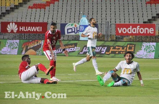 أرقام مفزعة في تقييم الجمهور للاعبي الأهلي أمام المصري