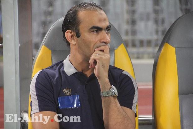 عبد الحفيظ ينفجر في وجه اللاعبين: طبيعي أن نخسر وأنتم لا تسألوني إلا عن مستحقاتكم!