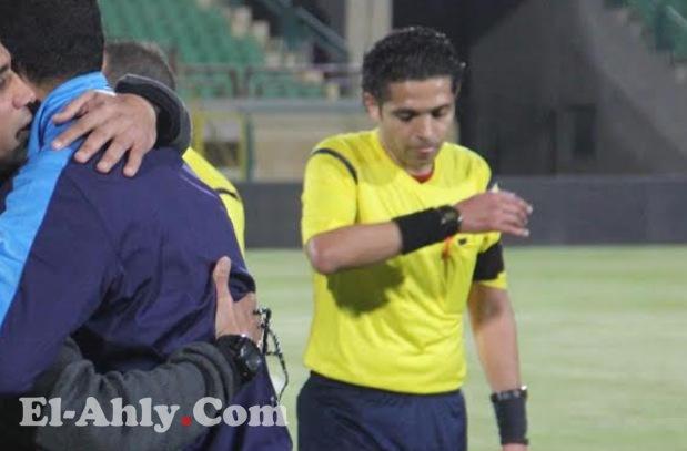 موقف طريف لحكم لقاء الأهلي وطنطا قبل بداية المباراة