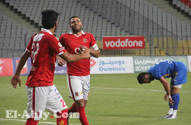 متعب يظهر علي مقاعد بدلاء الأهلي بعد غياب وعمرو جمال خارج قائمة مباراة الشرقية