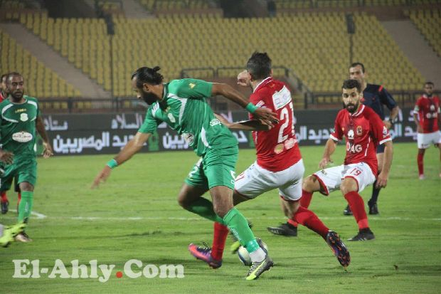 عبد الله السعيد يعاني من الإصابة بالعضلة الضامة