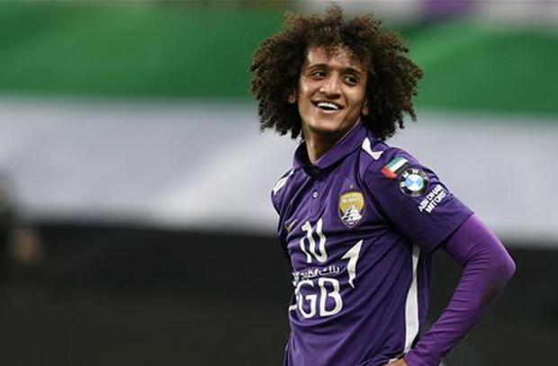 عموري يصل إلى الدوحة لمواجهة برشلونة ويؤكد : تمثيل أهلي جدة شرف لأي لاعب