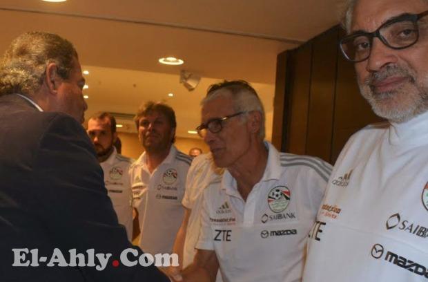 عودة كريم حافظ واستدعاء كهرباء في قائمة 11 محترف لمعسكر بطولة أفريقيا