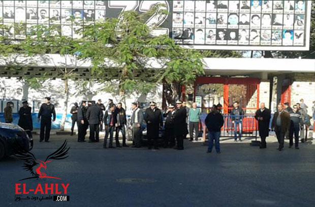 """الأمن يغلق محيط النادي الأهلي بسبب قمة """"يد الشباب"""""""