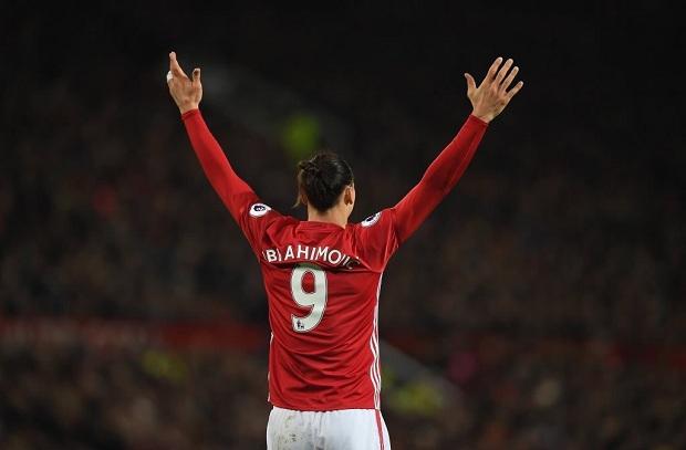 هاتريك إبراهيموفيتش يقرّب مانشستر يونايتد من التأهل لثمن نهائي اليوروبا ليج