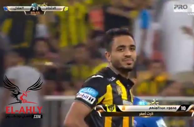 كهربا يشتبك مع لاعبي الهلال السعودي في قمة الدوري