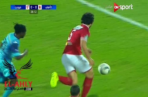 احمد حجازي يتعرض لاصابة ويغادر الملعب