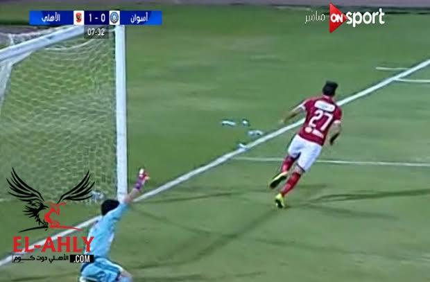 ميدو جابر يفتتح اهدافه مع الاهلي في مرمي اسوان