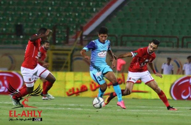 لاعب مصري في طريقه إلى قادش الإسباني